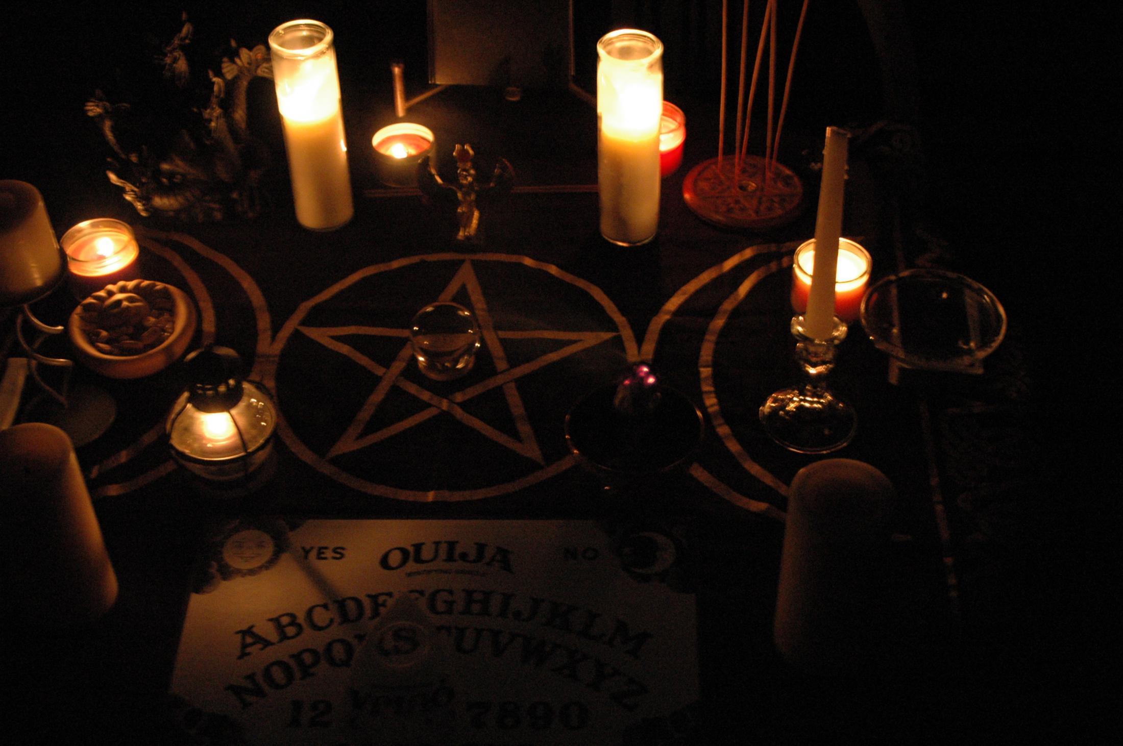 Школа черной магии гадание на картах любовь на судьбу