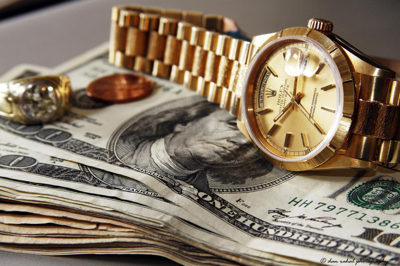 Картинка золотые часы и деньги